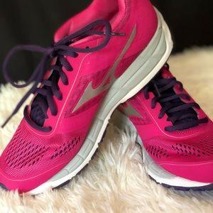 NEW Mizuno Synchro MX women's size 6 Running Shoe